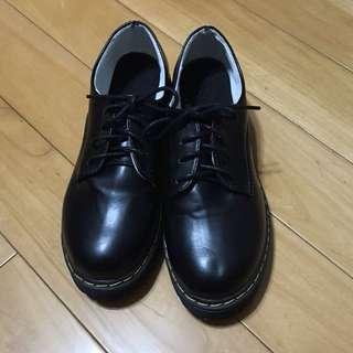 (私)街頭穿搭黑色馬丁鞋