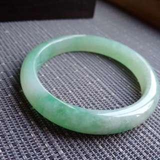 53圈口53.3*10.0*6.6mm特惠。冰糯種種水好晴水綠寬邊手鐲。完美無紋裂,編號2216