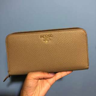 Prada beige leather real wallet 銀色