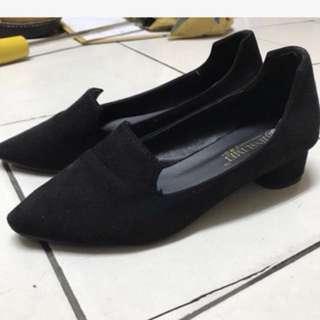 黑色 低跟 尖頭包鞋 粗跟 38號