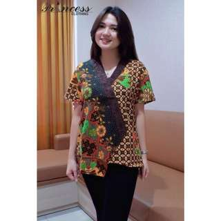 Kode pesanan : ACELY BATIK TOP idr 85.000 bahan : batik sogan asli katun high quality kombi list emboss LD : 100-104 P : 62 warna : brown and red