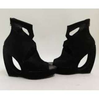 Ann Demeulemeester Cut Out-Detailed Wedge Ankle Boot