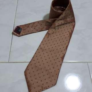 Big-ass Necktie (Italy)
