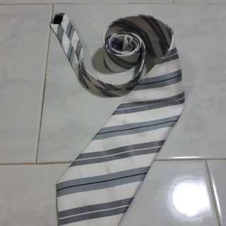 Big-ass Necktie (New Zealand)