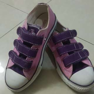 Converse shoes for little girls size 11