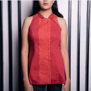 Red shortsleeved blouse