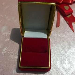 Kotak cincin red