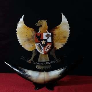 Barang seni dari tanduk - Garuda Coklat