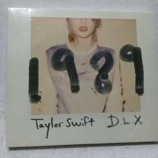 Taylor Swift 1989 album with free posters