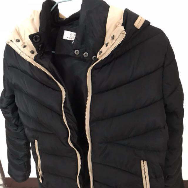 黑色合身保暖外套