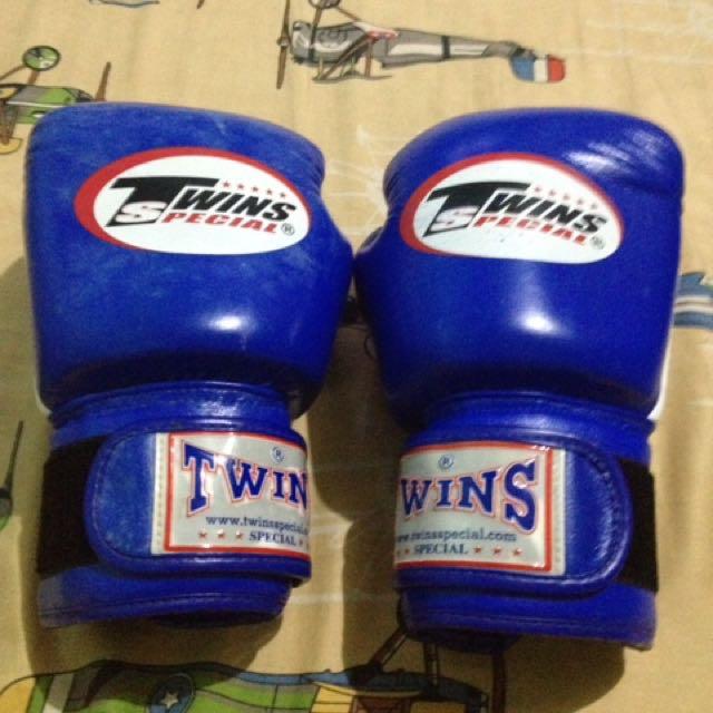 Boxing gloves 8 oz/ 3times lng nagagamit ng fren