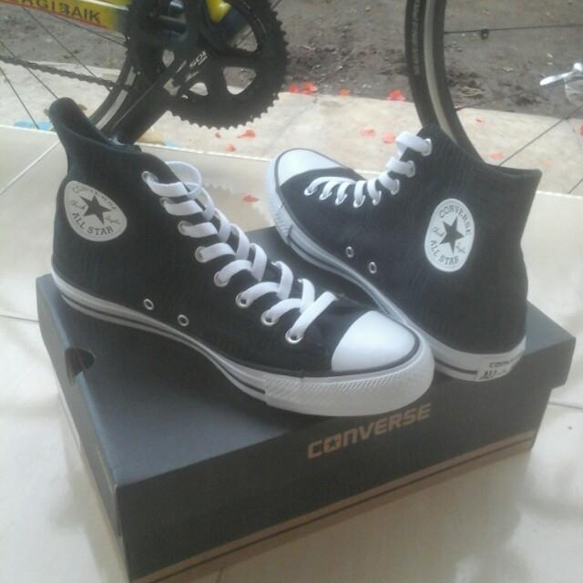 Converse size 42