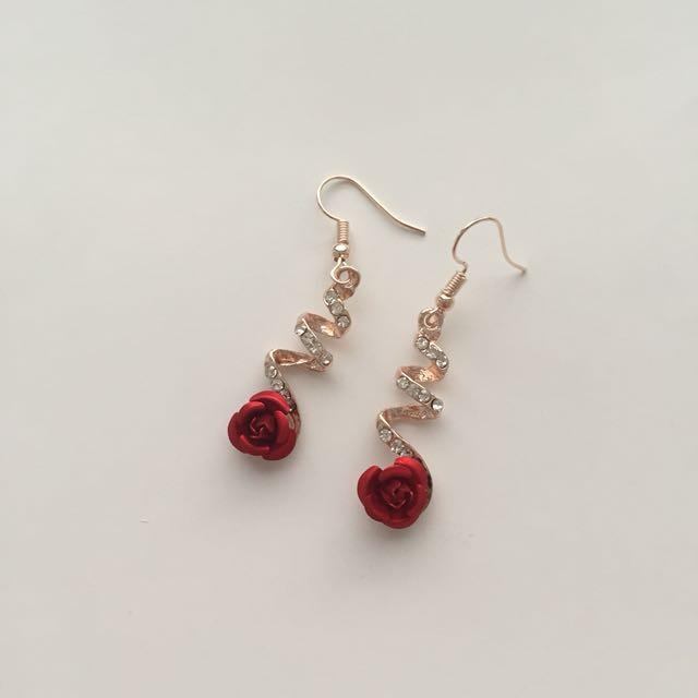 CRYSTAL ROSE TWIST EARRINGS