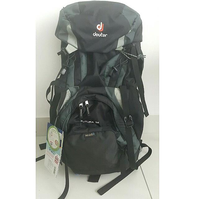 suche nach authentisch große Vielfalt Modelle neue Sachen Deuter Futura 32 Hiking Backpack Black/Granite (Original with tag) - Price  Negotiable