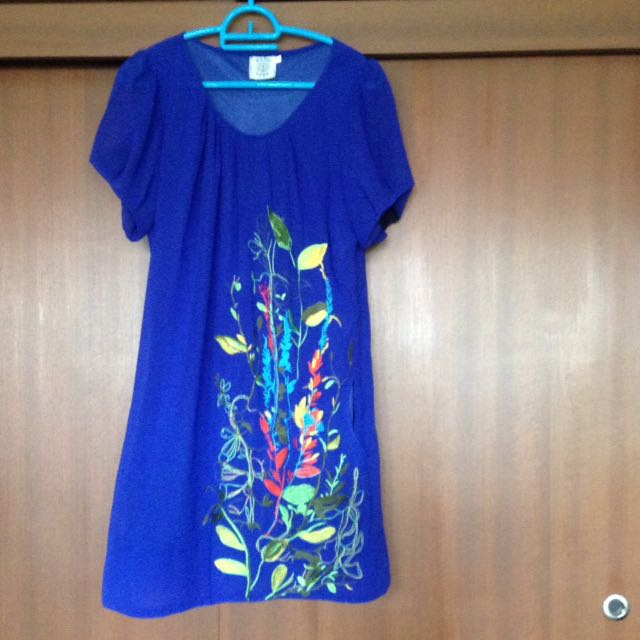 Embroidery dress with pockets at the side