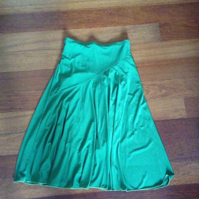 Flowy skirt with gutter
