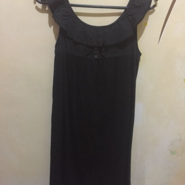 folded&hung black dress