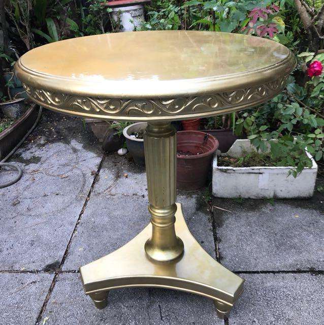 Gold leaf guiding tea table