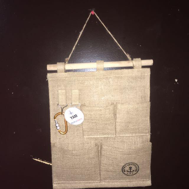 Hanging organizer with key holder