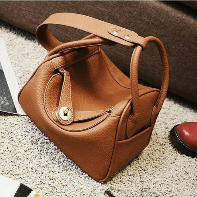 KODE VC89009 SIZE L204XH22XW12CM MATERIAL PU BERAT  6700 g COLOR : RED, BROWN, BLACK    #tasimport #tasfashion #tasmurah #tascewek #taslucu