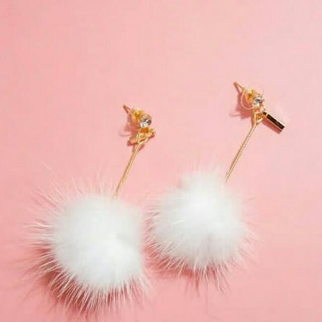 Pom pom earrings / anting pom / anting / anting bulu