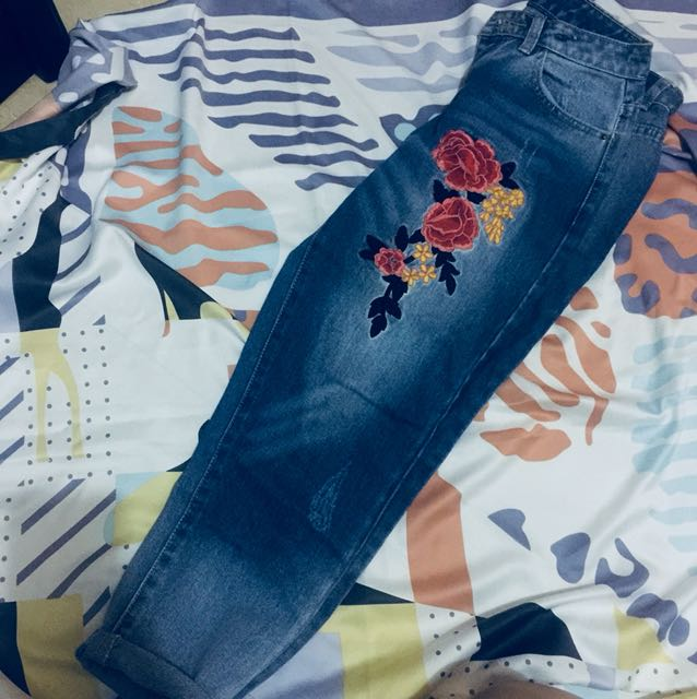 ripped jeans flower patchwork