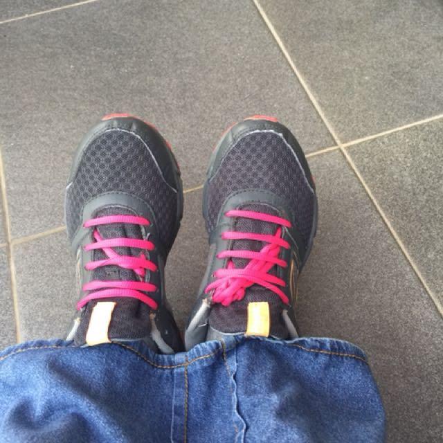 Sepatu reebok running