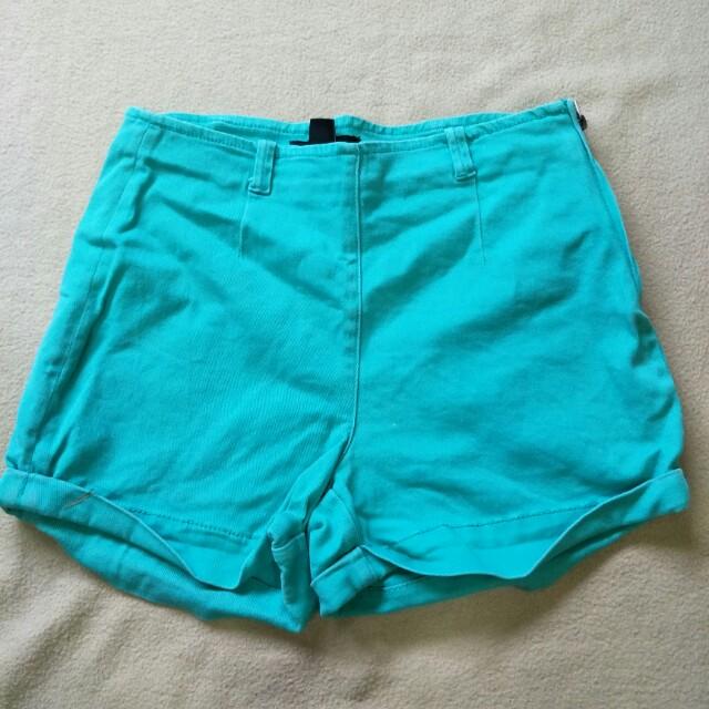 Short pants green