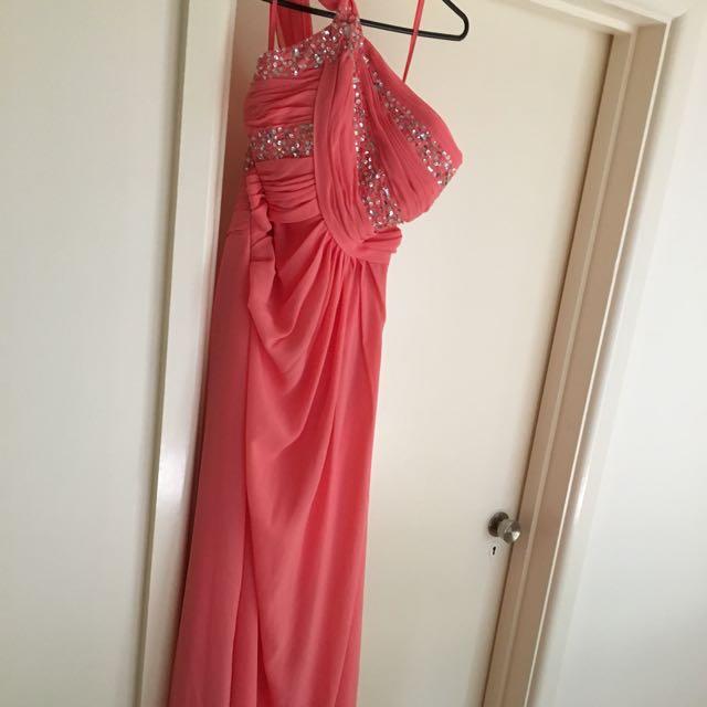 Size 12 formal dress never worn