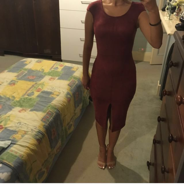 Size 6 never been worn out maroon coloured dress