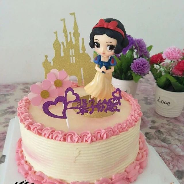 Snow White Birthday Cake, Food & Drinks, Baked Goods on Carousell