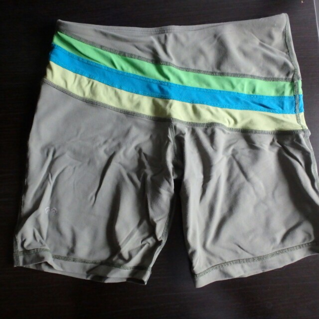 3 fitted shorts (size S)