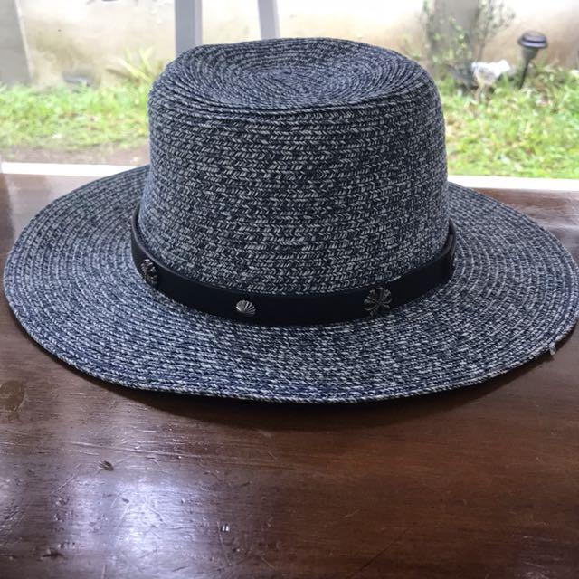 Topi pantai / beach hat