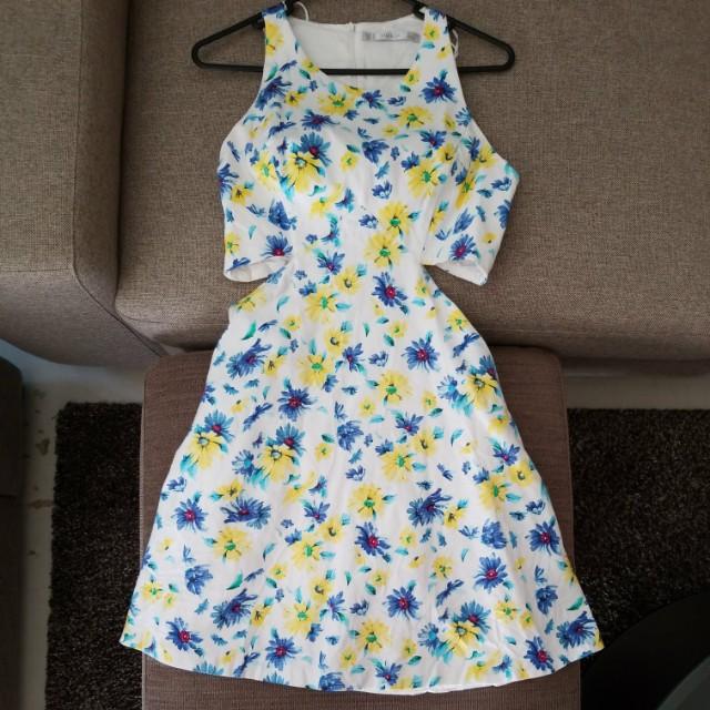 ZARA Trafaluc Summer Cut Out Dress with Pockets! Size M