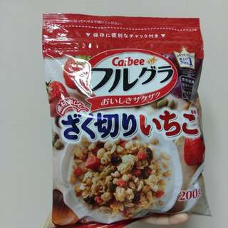 日本calbee 草莓水果麥片 穀片 早餐麥片
