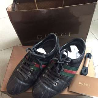 💯 % Authentic Gucci Leather shoes