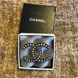 Chanel 全新扣針