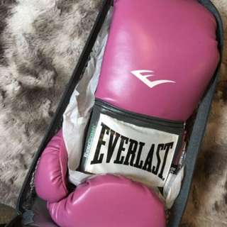 Womans boxing gloves