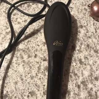 Aria brush straightener