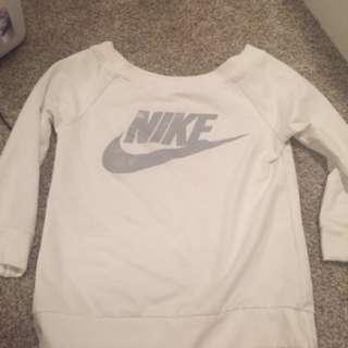 Small white NIKE sweatshirt