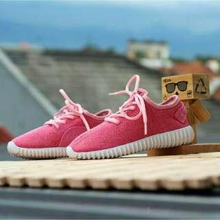 Sepatu Yeezy kids