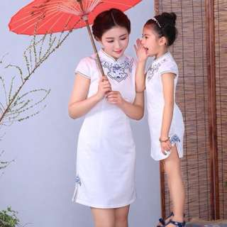 Cheongsam mummy and daughter