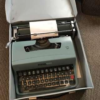 Olivetti Underwood Typewriter Turquoise Blue Vintage