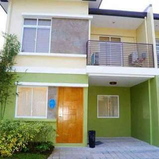 Adelle 4BR 2TB townhouse with garage