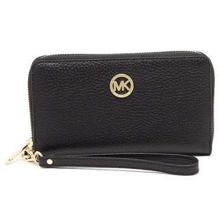💯 AUTHENTIC [READY STOCK] Michael Kors Fulton Large Flat Multifunction Phone Leather In Black