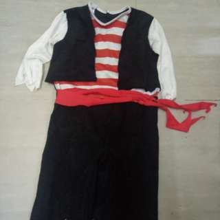 Pirate costume 3-4 tahun