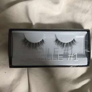 Giselle #1 Huda Beauty Eyelashes