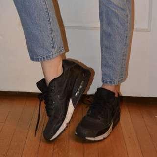 Nike MAX air Woman's Size 7