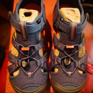 Brand New Keen Seacamp 2 Youth Size 4
