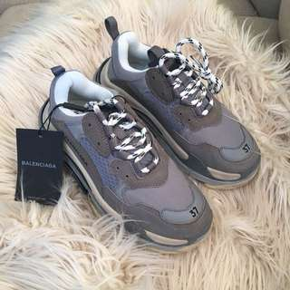 Triple S sneaker size 37 New No box
